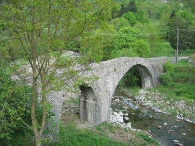 Il ponte Romano Sesta Godano, Residence la Frontiera